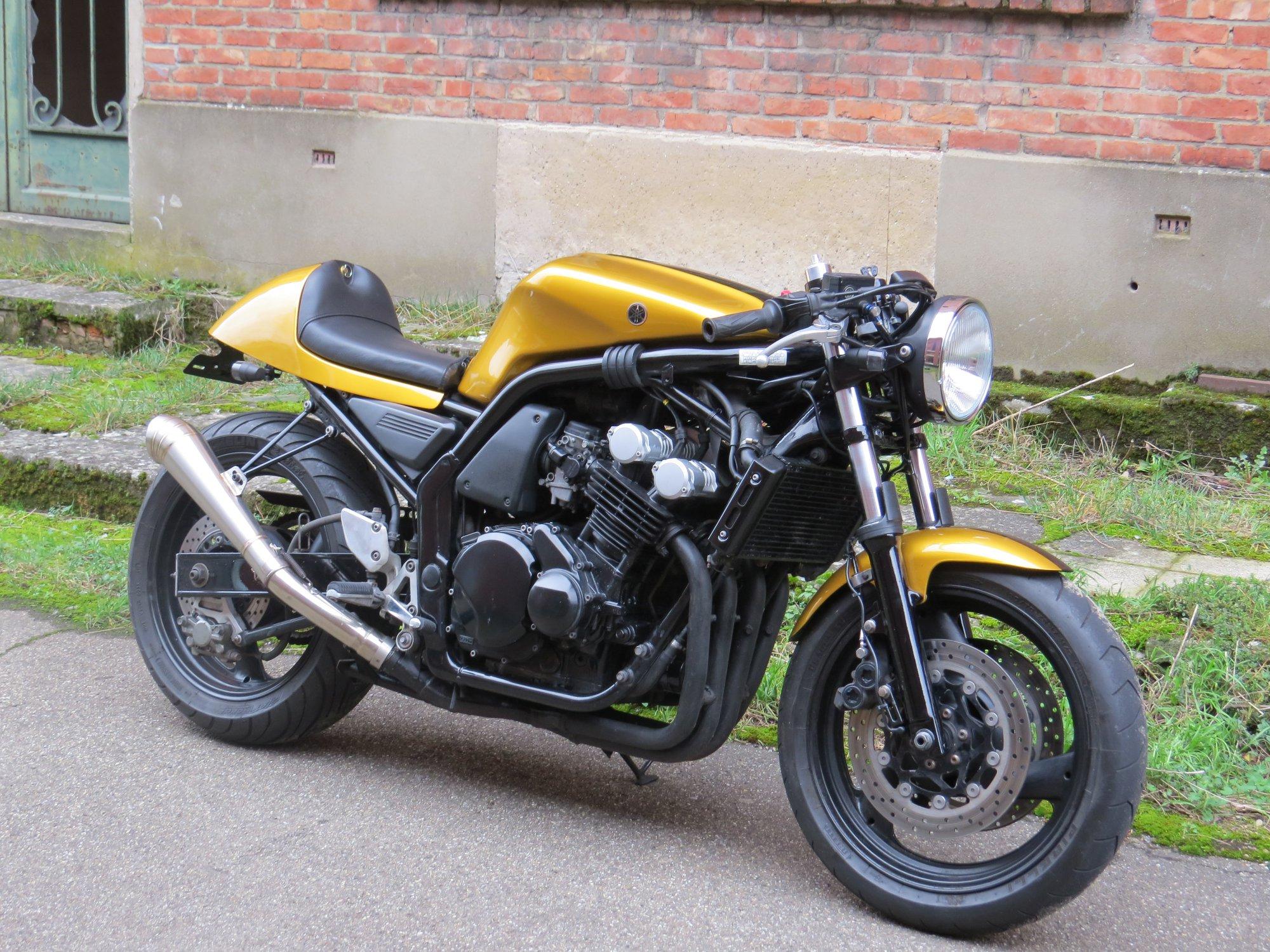 Yamaha Fazer cafe racer gold black